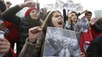 pag-15-tunez-manifestantescontraelgobierno-feb