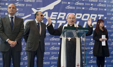 Camps, Fabra y el aeropuerto recibieron la bendición eclesiática, pero no los aviones. Fotos: Aerocas