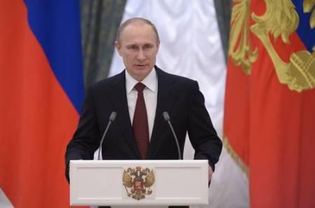El presidente ruso Vladimir Putin se dirige a los participantes del Congreso de Cultura Física y Deportes, en el Kremlin, el lunes 24 de marzo. Foto Ap